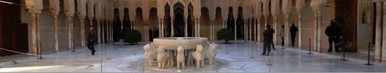 Alhambra de Granada. Patio del Palacio de los Leones (siglo XIV)