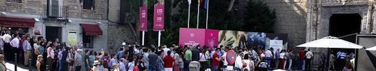 """Visitantes esperando para acceder a la Exposición """"El Griego de Toledo""""(Museo de Santa Cruz, Toledo)"""